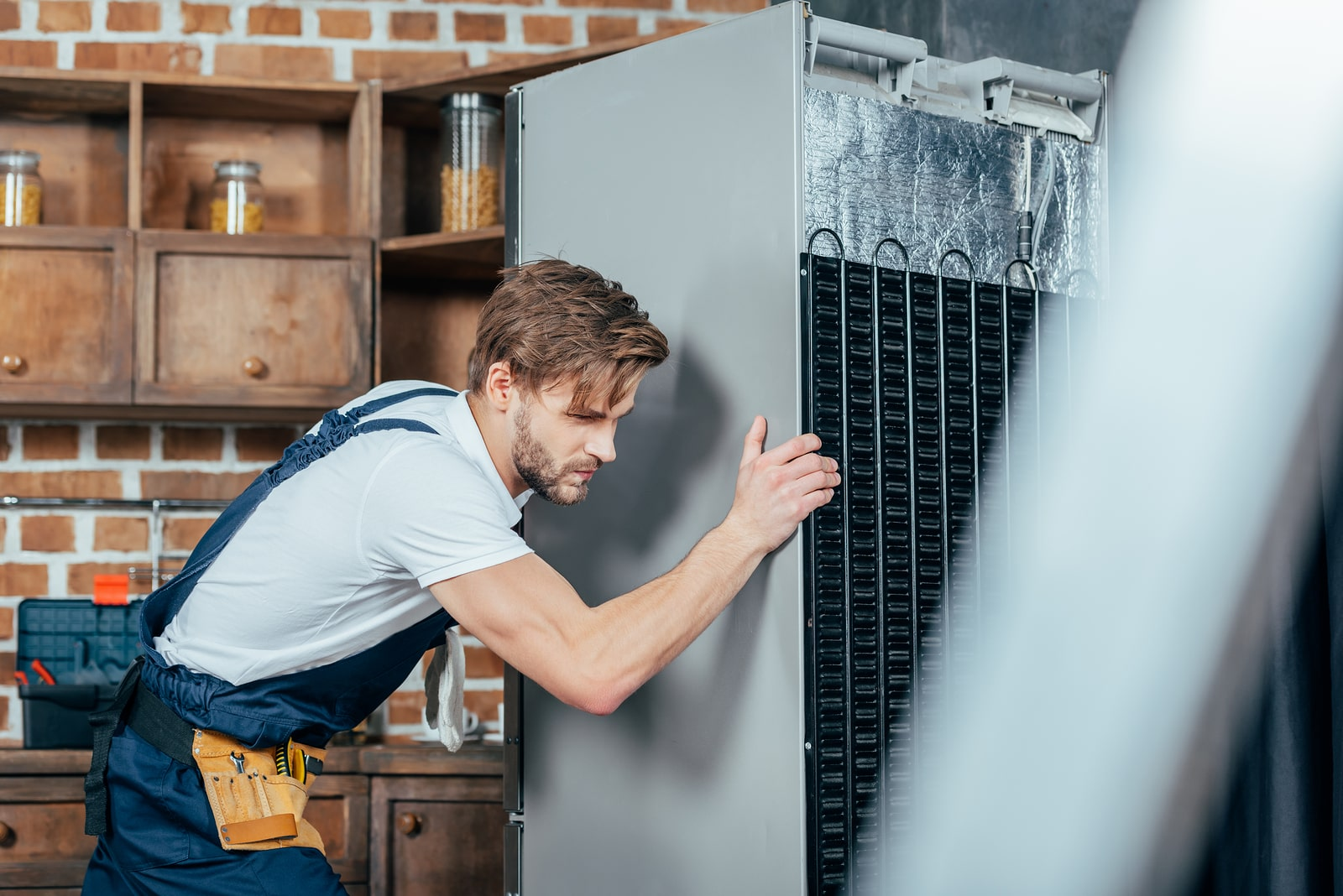 The Do's and Don'ts of Moving and Storing a Refrigerator in Storage