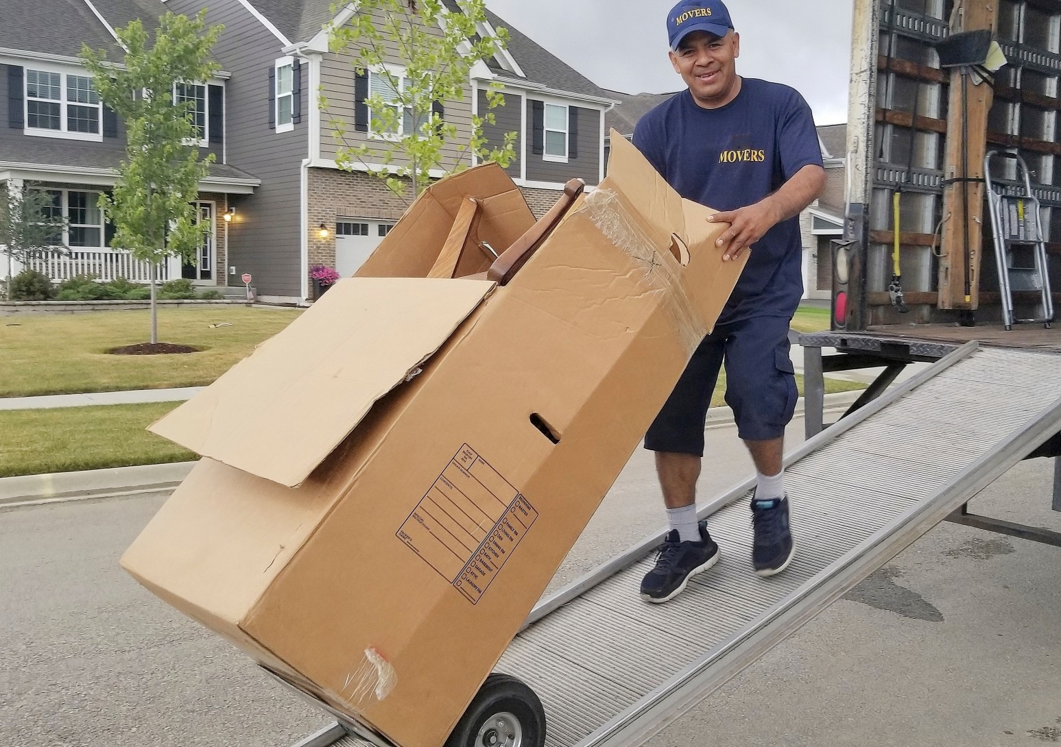 Hiring Movers Versus a DIY Move: The Pros of Both Options